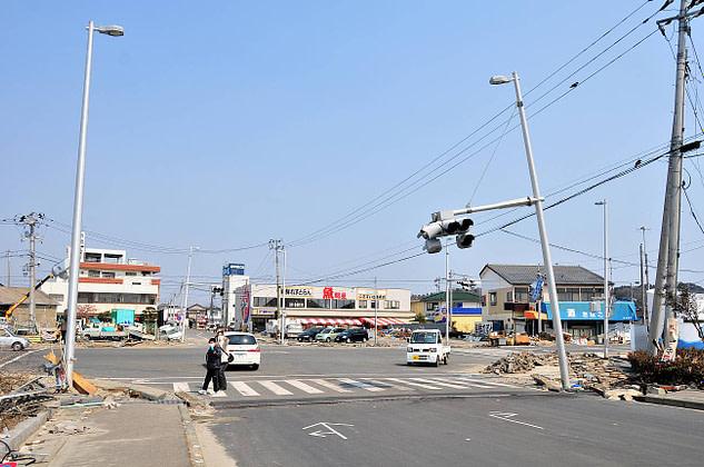 Street crossing in Onahama, earthquake and tsunami damage visible